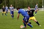 Nové Strašecí (v modrobílém) porazilo doma v derby SK Rakovník 2:1 na penalty.