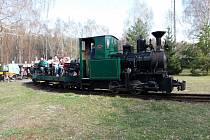 Parní lokomotiva v Lužné.