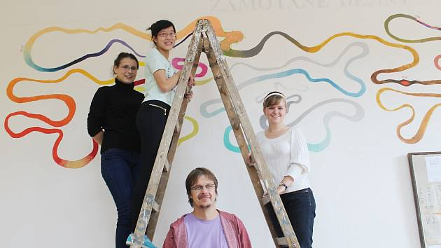Malují tahák na stěnu