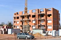 Na Zátiší developer staví bytové domy. Právě na tuto lokalitu se zpracuje územní studie.