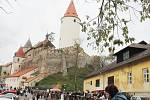 Více než sedm tisíc návštěvníků prošlo během pátku a soboty branou hradu Křivoklát. Davy lidí pak sledovaly v sobotu příjezd historického průvodu v čele s králem Václavem IV. a s královnou Žofií.