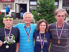 Úspěšní běžci rakovnického regionu zleva stříbrný Pilík, zlatý Kratochvíl, bronzový Polívka a uprostřed stříbrná Bradáčová. Na snímku chybí bronzový Pluháček.