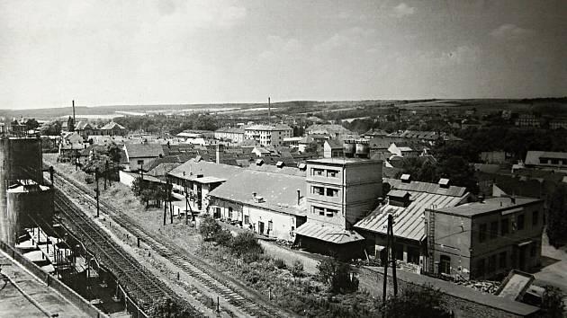 Areál bývalé Linhartovy továrny v druhé polovině 20. století.
