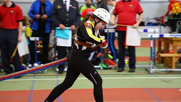Karolína Rácová z SDH Lužná se v loňském ročníku Českého halového poháru vběhu na 60 metrů překážek umístila na desátém místě.