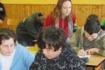 Školáci v ZŠ Mšec nad učením
