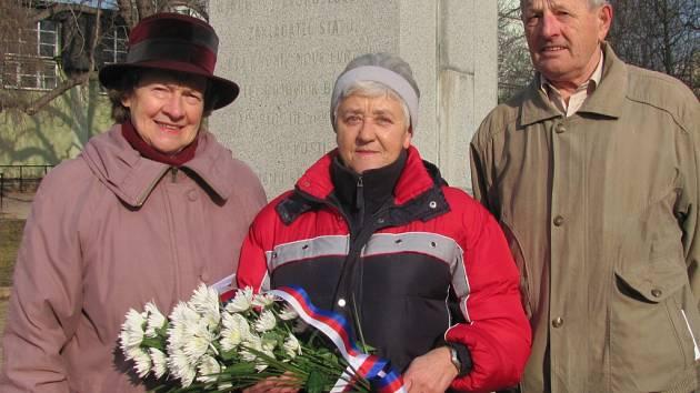 Sokolové položili k pomníku TGM květiny