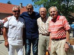 Hosté z Dukly Praha: Miroslav Mück, Ivan Novák, Bohumil Paukner, Ivo Urban