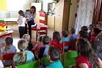 Policistky Michaela Richterová a Hana Martinovská vyrazily za dětmi do škol. Hlavním tématem byla bezpečnost.
