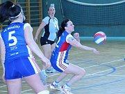 Rakovnické volejbalistky porazily ve finálové skupině krajského přeboru I. třídy Benátky nad Jizerou 3:0 a 3:1.