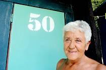 Paní Šárku Malou už více jak šedesát sezon vítá kabinka s rodinnou tradicí s číslem 50.