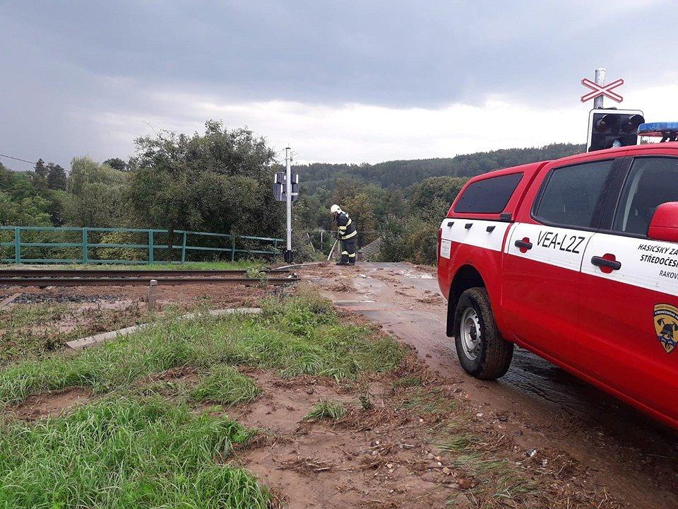 Přívalové srážky si vyžádaly zásah jednotky HZS Rakovník na několika místech ve městě.