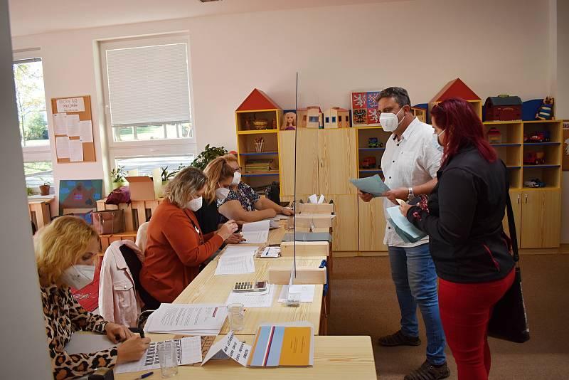 Sněmovní volby ve družině Základní školy Lubná.
