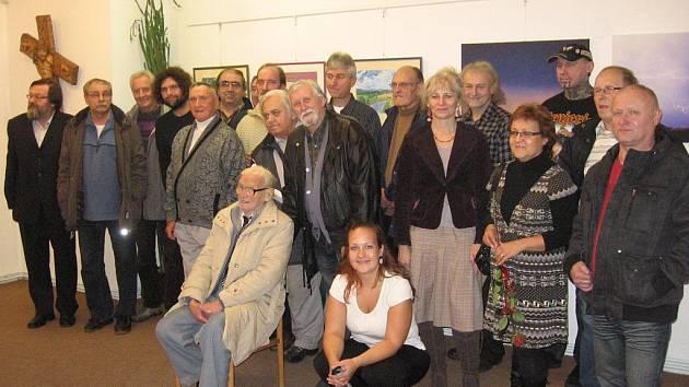 V mansardě vystavuje 25 umělců