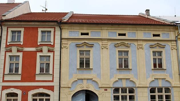 Historické budovy rakovnické radnice čp. 29 a 30 se dočkají opravy fasády.