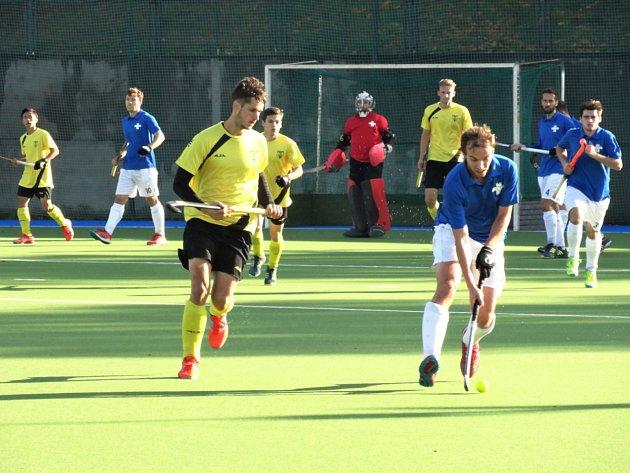 Jedním z rozhodujících obratů v utkání s Bratislavou byl hattrick nejlepšího hráče české extraligy v loňském roce Martina Seemanna (vlevo ve žlutém dresu).