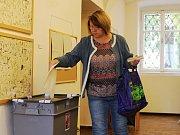 Komunální volby v sobotu. Volební místnost v Ragasově galerii v Rakovníku.