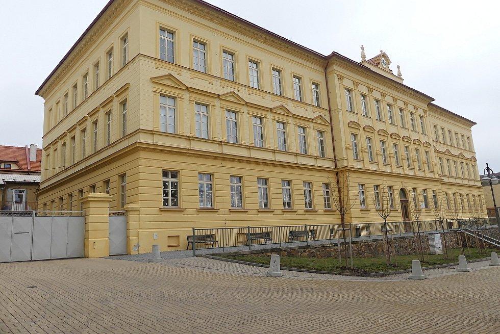 Budova Omáčkovny, ale i dílny 1. základní školy se dočkají opravy.