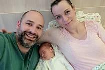 Prvním Rakovničanem roku 2021 je Honzík Daněk, který se narodil v rakovnické nemocnici. Na snímku s maminkou Ivou a tatínkem Lukášem.