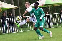 Z divizního fotbalového utkání Tatran Rakovník - Kladno (1:2). Pospíšil a Omovie