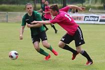 Ve fotbalové přípravě  Tatran Rakovník (v růžovém) přehrál Lubnou 5:1.