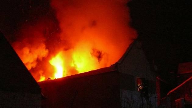 Požár ve Lhotě pod Džbánem