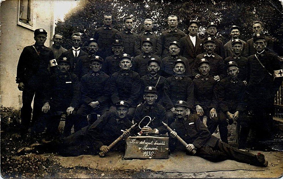 Šanovští hasiči v roce 1930.