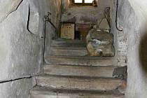 Sklep pod Vlastivědným muzeem v Jesenici před úklidem