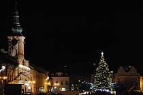 Slavnostní rozsvícení vánočního stromu na Husově náměstí v Rakovníku