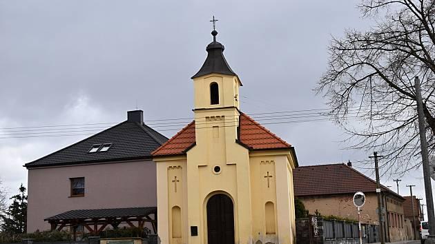 Kapličku v Chrášťanech čeká oprava fasády.