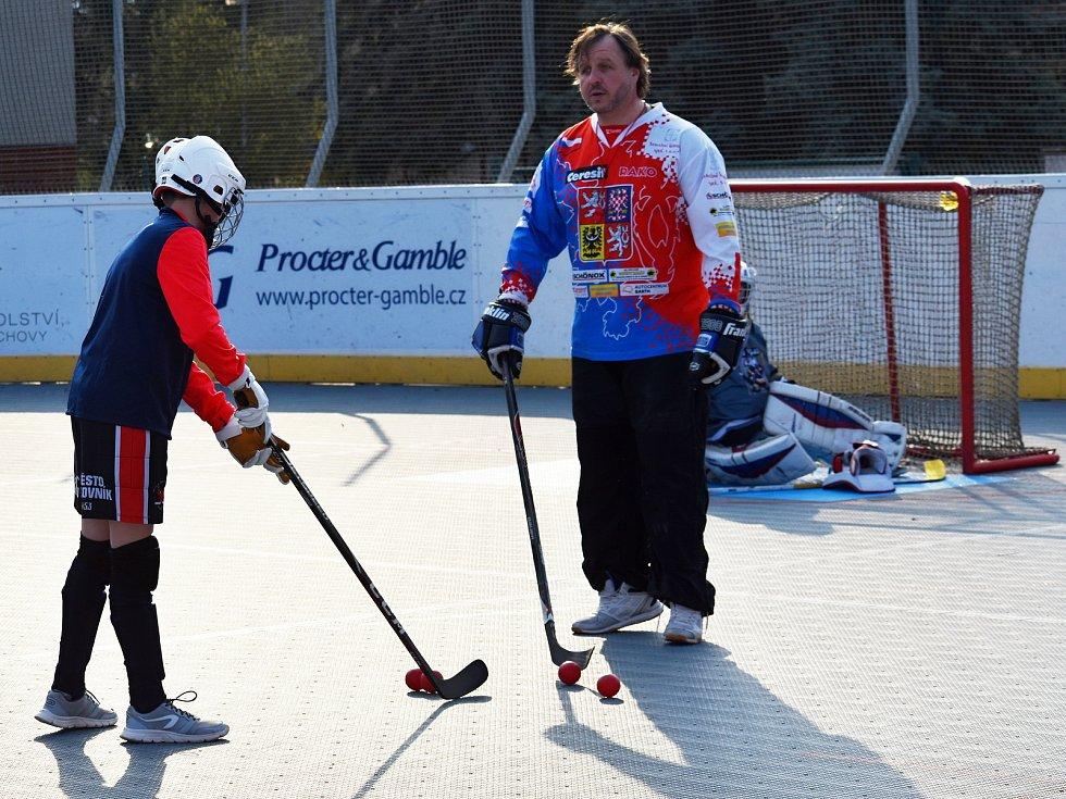 Z tréninku mladých hokejbalistů HBC Rakovník.