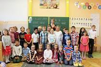 Žáci 1. A z 1. ZŠ Rakovník s paní učitelkou Marikou Pavlivcovou.