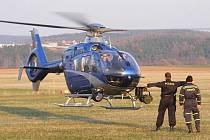 Výcvik policistů v Rakovníku - navádění vrtulníku na přistání