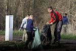 Stejně jako v loňském roce se dobrovolní hasiči z Nesuchyně zapojili do celostátní akce s názvem Ukliďme Česko.