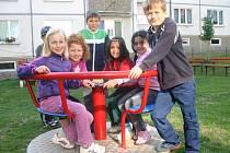 Nové dětské hřiště děti hned vyzkoušely