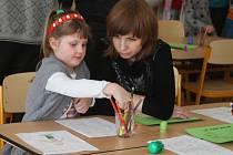 Paní učitelka Kateřina Krobová, vedoucí zápisu v ZŠ Lužná