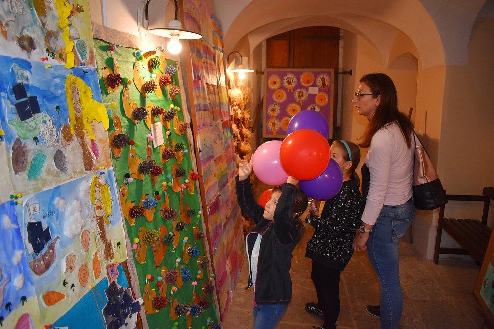 Ze zábavného programu v rámci tradiční výstavy Kreativního kroužku Agátka.