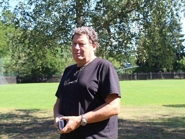 Petar Barčot na fotbalovém hřišti v Roztokách dnes.