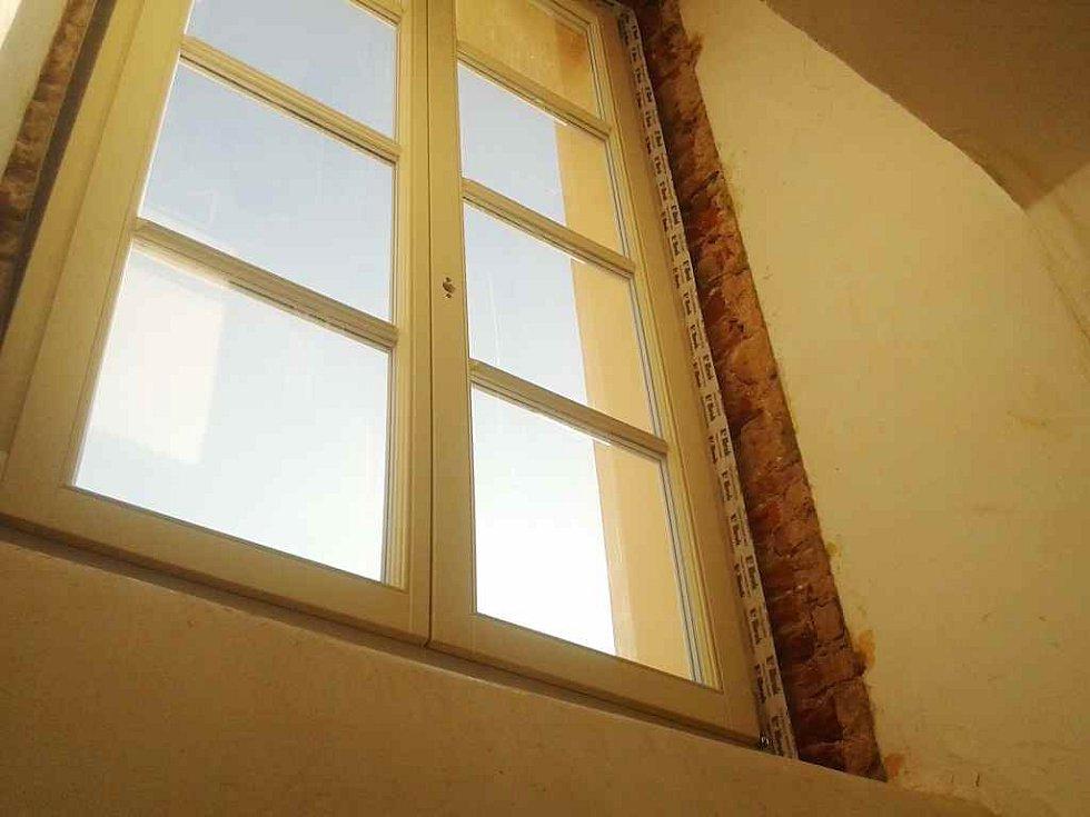 Výměna oken v budově rakovnického gymnázia