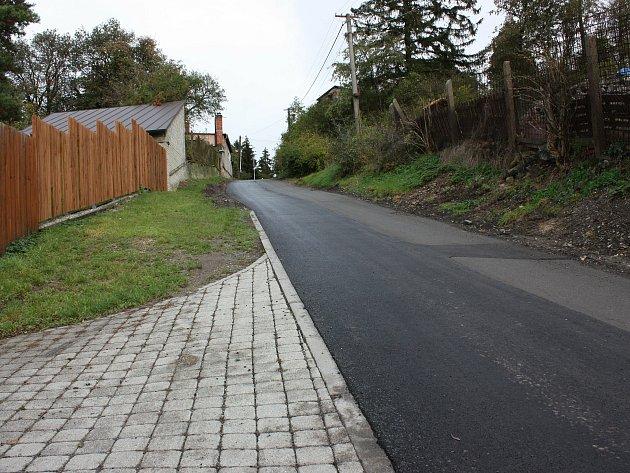 Horní část Rudské ulice vNovém Strašecí dostala nový asfaltový povrch.