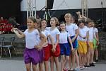 Žáci i učitelé z novostrašecké a rakovnické ZUŠ se připojili k celostátní akci a vystoupili pod širým nebem.