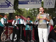 Kněževská dechparáda na Rakovnicku má už svoji dlouhou tradici. Moderátorem festivalu je Jaroslav Kopejtko.