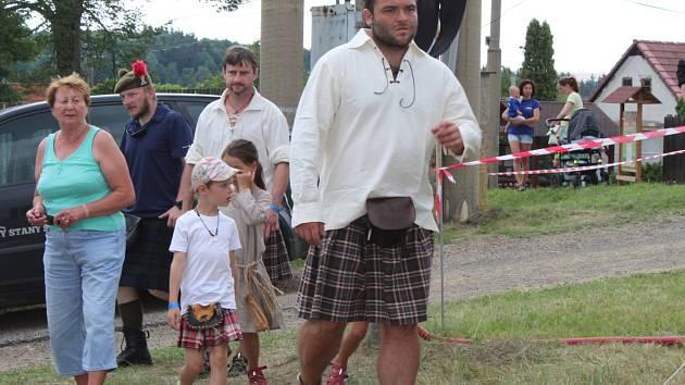 Návštěvníci festivalu poslouchali skotskou muziku nebo hráli skotské hry