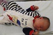 VÁCLAV SUCHÝ, LOUNY. Narodil se 10. června 2019. Po porodu vážil 4,2 kg a měřil 54 cm. Rodiče jsou Adina a Václav. Sestra Emma.