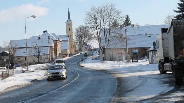 Karlovarka v Hořovičkách protíná obec
