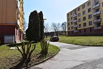 Sídliště na Zátiší pod Mateřskou školou Průběžná se letos bude revitalizovat. Bude zde rozšířena komunikace, vzniknou nové chodníky a parkovací místa a pamatováno je i na zeleň.