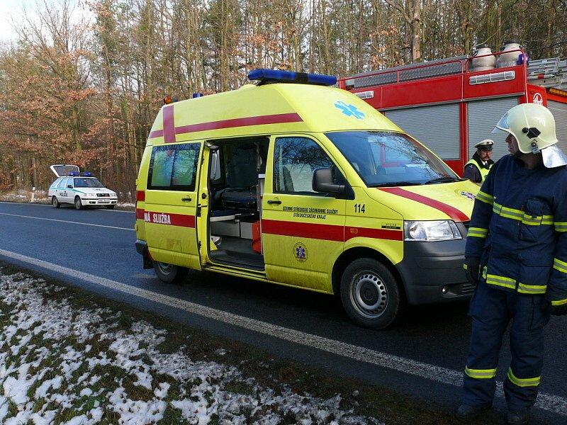 Nehoda u Řevničova si vyžádala dvě zranění.