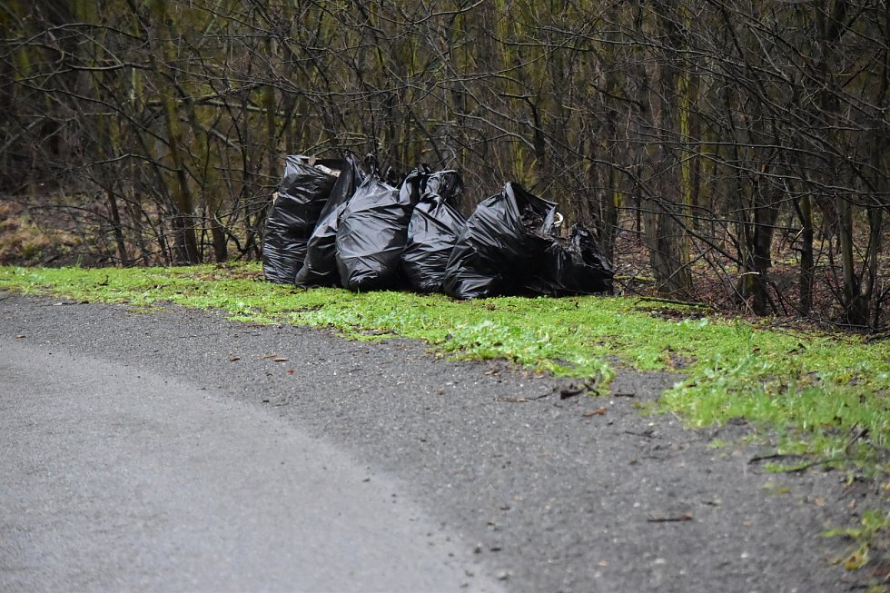 Jarní úklid okolí cyklostezky mezi Pavlíkovem a Rakovníkem.