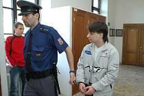 CHTĚL BYCH se znovu kamarádit, obrátil se Pavel Drbohlav na Jiřího P. (vlevo), kterého se pokusil zamordovat. Na souhlas ale čekal marně…