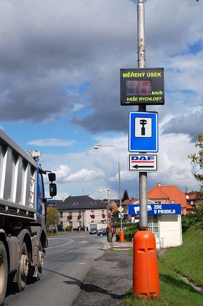 Měřič rychlost v Plzeňské ulici.