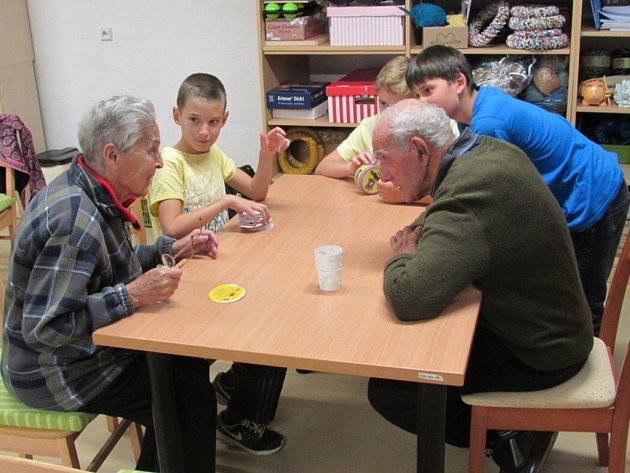 Děti z olešenské základní školy navštívili v rámci projektu 72 hodin seniory v domově Kolešovice